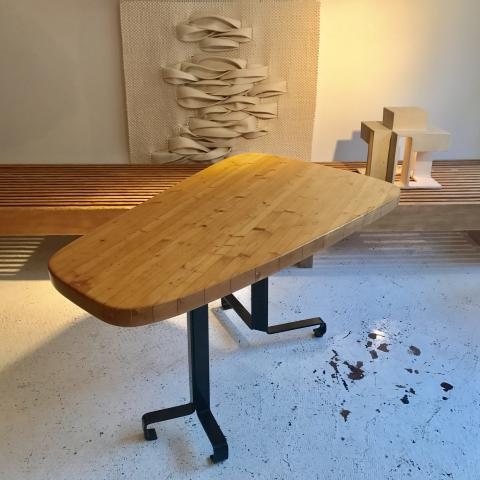 CHARLOTTE PERRIAND LES ARCS TABLE FORME LIBRE